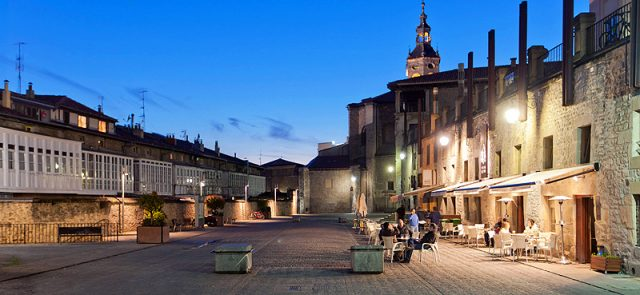 Thinking about Vitoria-Gasteiz brings to mind its mediaeval quarter, the spectacular green belt that surrounds the city, its ancient cathedral or its world-renowned Jazz Festival.