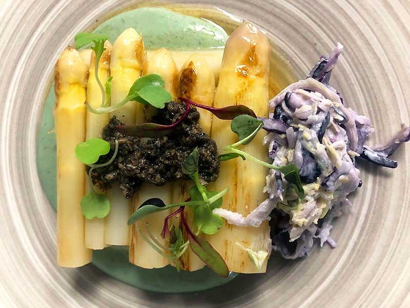 https://www.irenazvitoria.com/wp-content/uploads/2019/11/15-11-Espárragos-templados-ajoblanco-de-coco-y-pistachos-tartufata.jpg